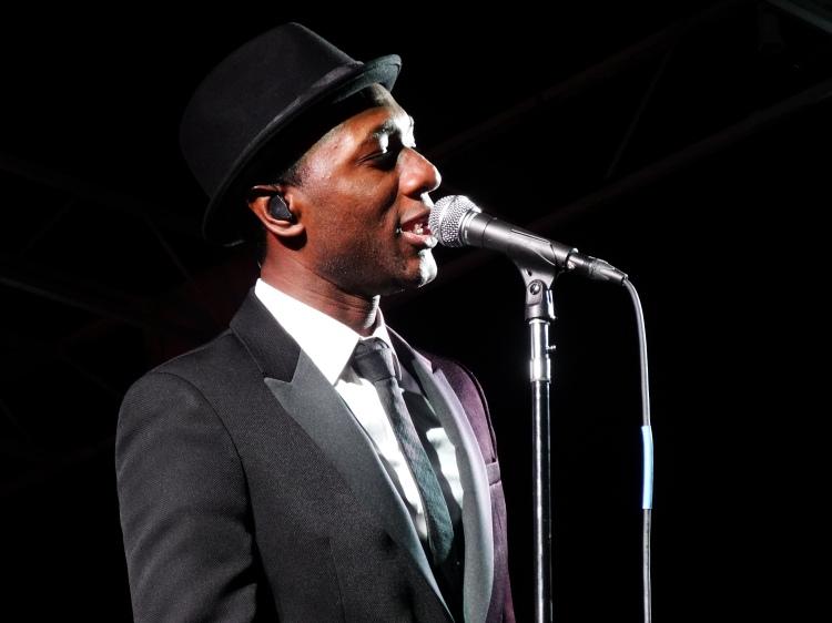 Aloe Blacc performing at The Beach Ball Festival 9/21/13 [ig: @methodman13]