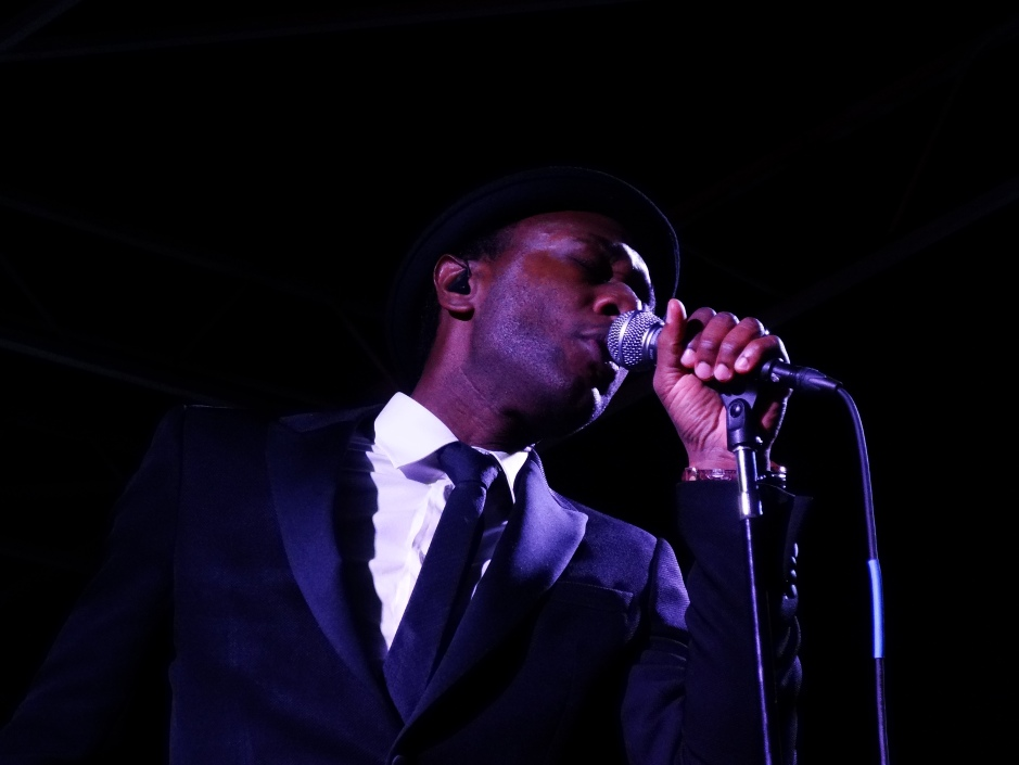 Aloe Blacc performing at The Beach Ball Festival 9/21/13 [ig: @methodman13]