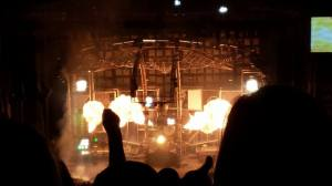 Mötley Crüe + more pyrotechnics The big piece arching over the stage is Tommy Lee's drumcoaster.